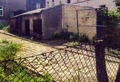 Vieja zona urbana descuidada Foto de archivo libre de regalías