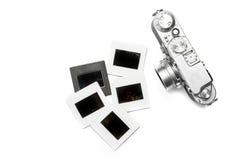 Viejas cámara y diapositivas en el fondo blanco Fotografía de archivo
