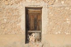 Viejas 50 de ventanas de Puertas Images stock
