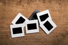 Viejas diapositivas en el fondo de madera Fotos de archivo libres de regalías