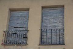 Viejas 22 dos ventanas de Puertas y fotografia de stock royalty free