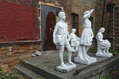 Viejas esculturas del parque de la era soviética imagen de archivo