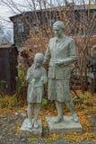 Viejas esculturas del parque de la era soviética imagenes de archivo