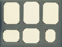 Viejas esquinas del marco de tarjetas de la página del álbum de foto fotos de archivo