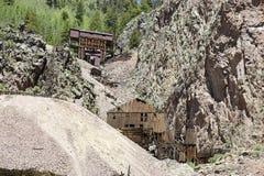 Viejas estructuras de la explotación minera imagen de archivo