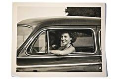 Viejas foto/mujeres en un coche Imagen de archivo