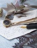 Viejas letras con la pluma Foto de archivo libre de regalías