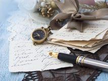 Viejas letras con la pluma Imágenes de archivo libres de regalías