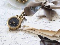 Viejas letras con la pluma Imagen de archivo libre de regalías