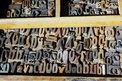 Viejas letras de la prensa, alfabeto griego Imagenes de archivo