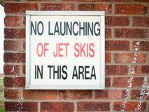 Viejas letras retras de la muestra en la pared que dice no el lanzamiento del skie del jet Fotos de archivo