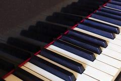 Viejas llaves lamentables del piano Fotografía de archivo