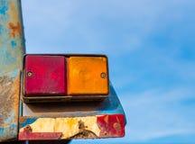 Viejas luces de la cola en el camión señal ligera de la vuelta en el coche foto de archivo