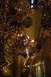 Viejas luces de la Navidad de la noche del detalle de la ciudad Imagen de archivo libre de regalías