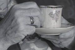 Viejas manos imagen de archivo libre de regalías