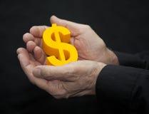 Viejas manos con símbolo del dólar Imagenes de archivo