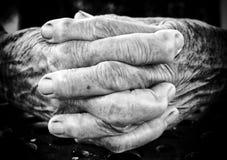 Viejas manos de rogación Fotos de archivo