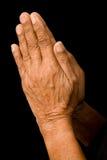 Viejas manos que ruegan Fotos de archivo