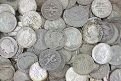 Viejas monedas de diez centavos de plata foto de archivo libre de regalías