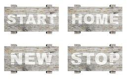 Viejas muestras informativas de madera fijadas con palabra Foto de archivo
