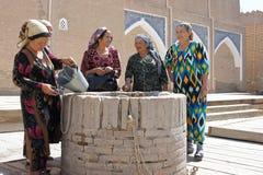 Viejas mujeres de Usbek, Khiva, Uzbekistán Fotos de archivo libres de regalías