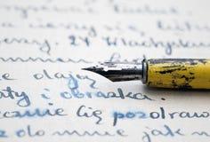 Viejas pluma y carta fotografía de archivo libre de regalías