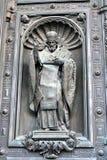 Viejas puertas de la catedral de Isaacs del santo en St Petersburg, Rusia foto de archivo libre de regalías