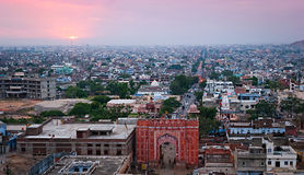 Viejas puertas de la entrada a la ciudad, Jaipur, Rajasthán, la India Foto de archivo