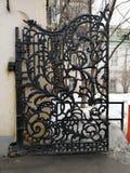 Viejas puertas del hierro labrado foto de archivo