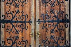 Viejas puertas del labrado-hierro fotografía de archivo