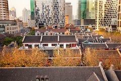 Viejas subidas chinas Xintiandi Shangai del colmo de las casas imagenes de archivo