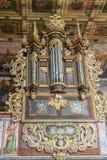 Órgano en St John la iglesia baptista - Orawka, Polonia. fotografía de archivo