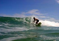 viejo серфера rica puerto Косты занимаясь серфингом Стоковая Фотография