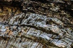 Viejo agrietado nudoso resistida madera imagen de archivo