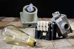 Viejo alto voltaje del enchufe y del zócalo Accesorios eléctricos viejos wo Imagen de archivo