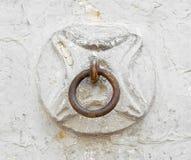Viejo anillo del caballo en la pared Fotos de archivo