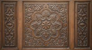 Viejo Art Engraved islámico decorativo en la madera imagen de archivo
