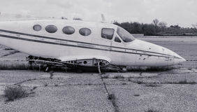 Viejo avión blanco y negro sin las alas foto de archivo libre de regalías