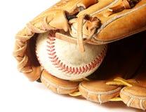 Viejo béisbol y mitón Foto de archivo