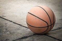 Viejo baloncesto Fotografía de archivo libre de regalías