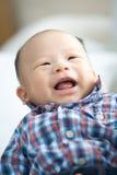Viejo bebé de risa de 3 meses Foto de archivo libre de regalías