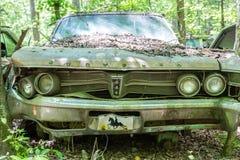 Viejo Bent Chrysler Imágenes de archivo libres de regalías