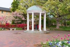 Viejo bien en la universidad de Carolina del Norte imagen de archivo