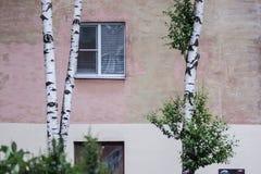 Viejo bloque de viviendas ruso Imagen de archivo libre de regalías