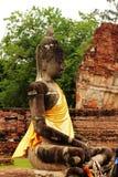 Viejo Buda en la provincia de Ayutthaya de Tailandia foto de archivo
