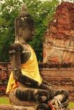 Viejo Buda en la provincia de Ayutthaya de Tailandia imagenes de archivo