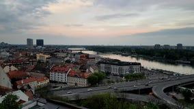 Viejo centro de ciudad de Bratislava, Eslovaquia almacen de video
