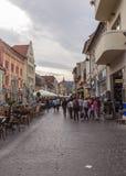 Viejo centro de ciudad en BraÅŸov Imagenes de archivo