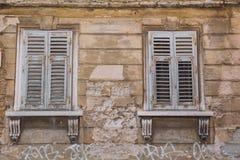Viejo centro de ciudad de las pulas, Croacia Windows y edificio Foto del viaje Fotografía de archivo
