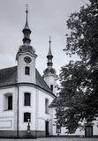 Viejo chuch blanco y negro fotos de archivo